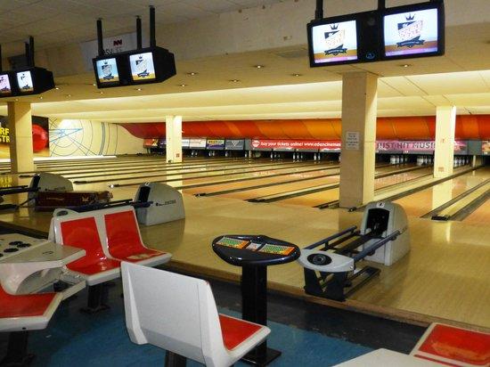 Eden Superbowl : Eden Bowl lanes