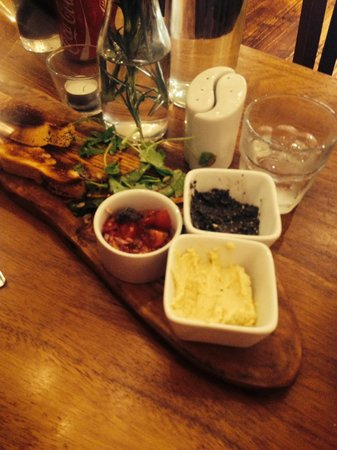 Greenes Restaurant: Rustic bread & tapenade