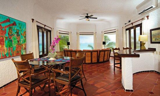 Villa Angela: Mariposa living room