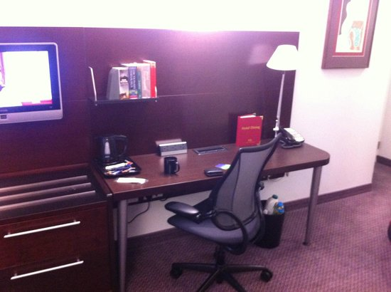 The Grand at Trafalgar Square: Fitted desk