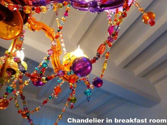 B&B Poggio del Drago: Detail from the chandelier in the kitchen area