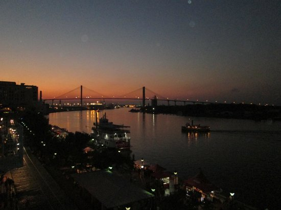 River Street Inn: Sunset over the Savannah River