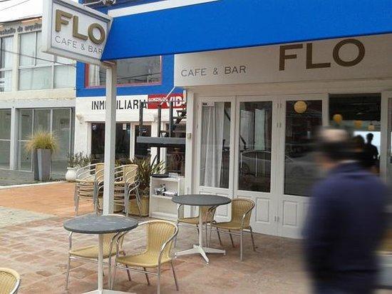 Flo Cafe & Bar : Vista de la entrada desde la calle en La Barra
