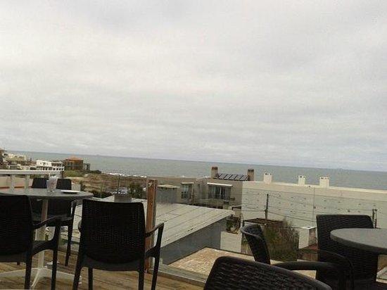 Flo Cafe & Bar : Terraza exterior con vista al mar