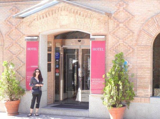 Hotel San Juan de los Reyes: Front entrance