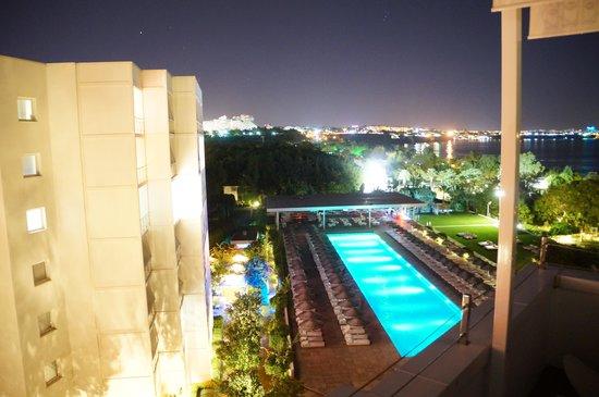 Hotel Su: The Pool at night