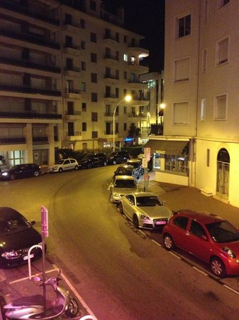 Hotel Le Fouquet's: View to the left from the balcony