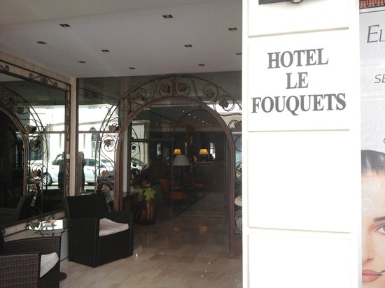 Hotel Le Fouquet's: Hotel outside