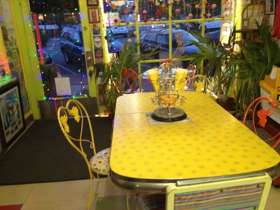 Ice Cream Shoppe: vintage decor