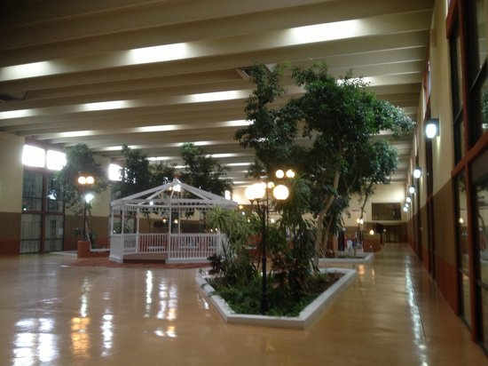 BEST WESTERN Sally Port Inn & Suites: The swimming pool area