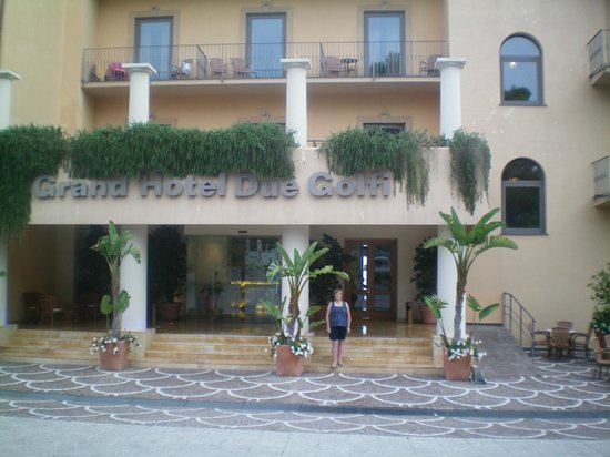 Grand Hotel Due Golfi : The front of The Grand Due Golfi from main road