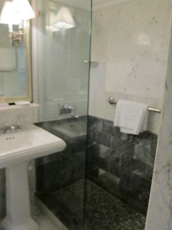 Eliot Hotel: Bathroom