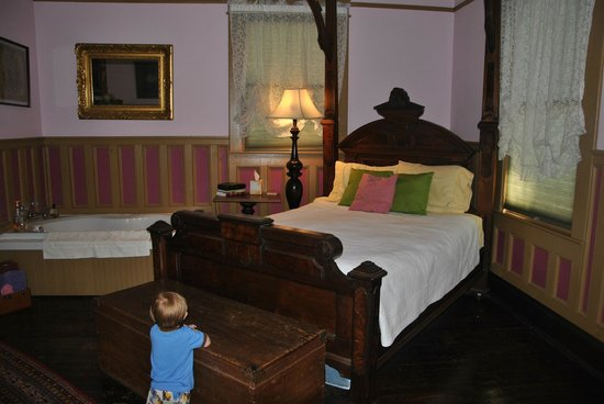 Bernibrooks Inn: Our Room
