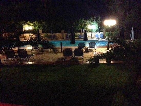 Sotiris Studios: Sotiris at night