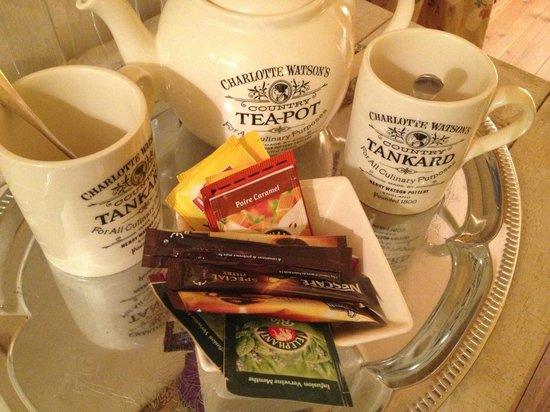 Maison d'hotes du Clos de la Rose : Tea and coffee always available in the room