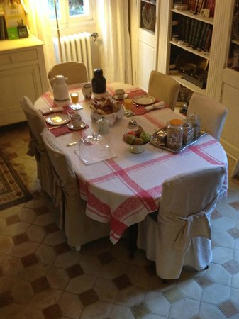 Maison d'hotes du Clos de la Rose : Breakfast table