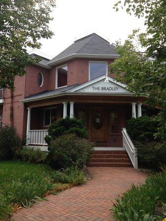 The Bradley Boulder Inn: Outside the Bradley