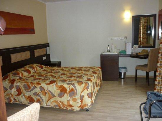 Livadhiotis City Hotel: room