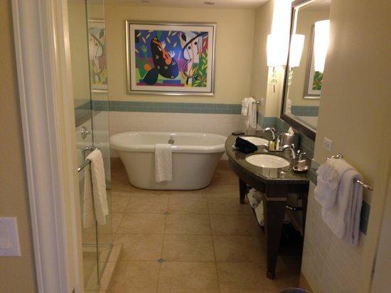 Parc Soleil by Hilton Grand Vacations: Bath tub