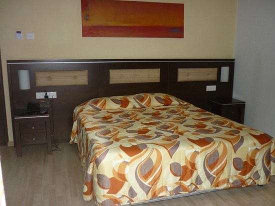 Livadhiotis City Hotel : room