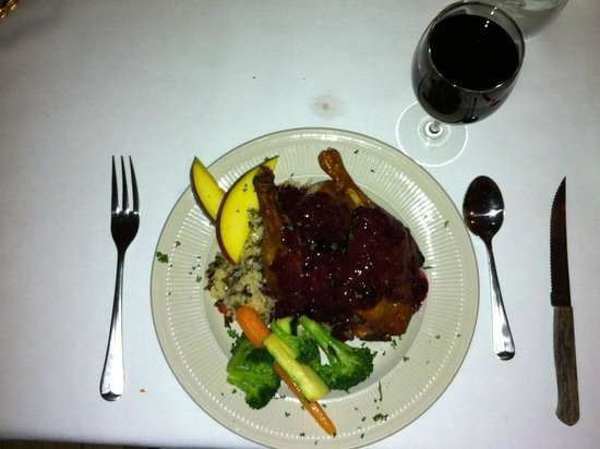 Franconia Inn: Lamb Chop Dinner with red wine
