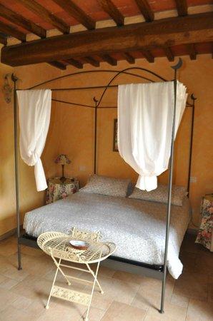 Fattoria Poggerino: The bedroom of the suite.