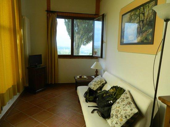 Agriturismo Poggio Bonelli: small living rm area