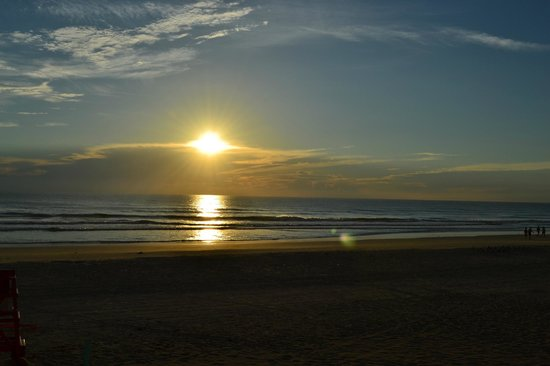 Country Inn & Suites By Carlson, Port Orange-Daytona : Breath-giving Sunrise at Daytona Beach Shores