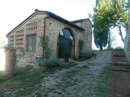 Agriturismo Poggio Bonelli: view of front apt