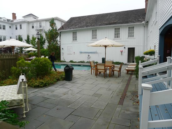 The Red Lion Inn: Pool and rear yard.