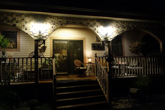 Historic Scanlan House Bed and Breakfast Inn: Private Entrance & Deck for the Safari Suite