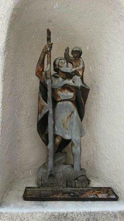 S. Maria Assunta: statua all'esterno