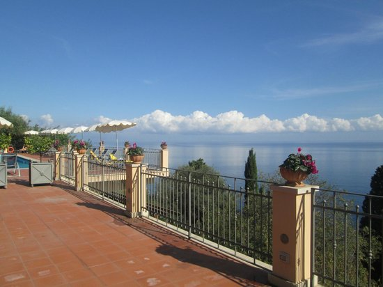 Grand Hotel San Pietro: View from pool terrace