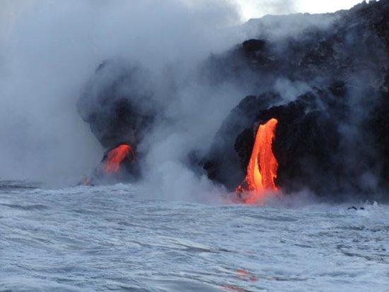 Lava Ocean Tours Inc: Coastal lava entry
