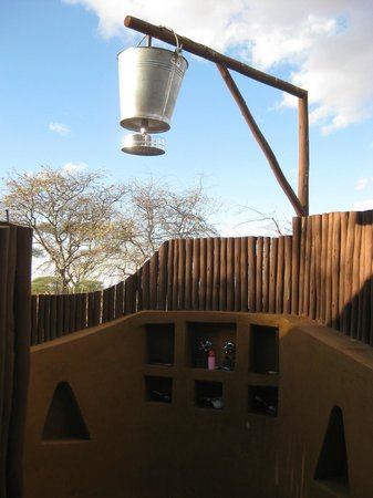 Oliver's Camp, Asilia Africa: Bucket Shower
