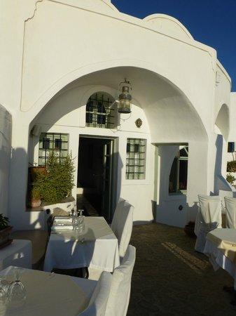 Fanari Villas: Door to the restaurant