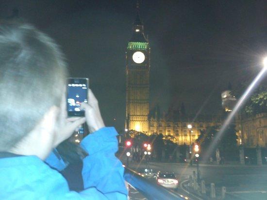 See London By Night: Smartphone User (Big Benjamin)