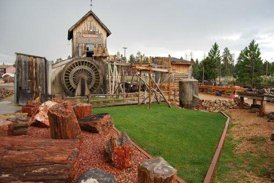 Bryce View Lodge: Magasin de pierres et joli moulin