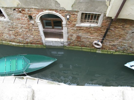 UNA Hotel Venezia: Looking down out the window