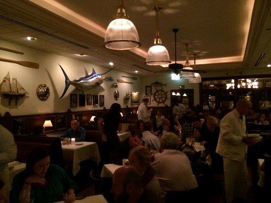 Hugo's Frog Bar & Fish House : larger dining area