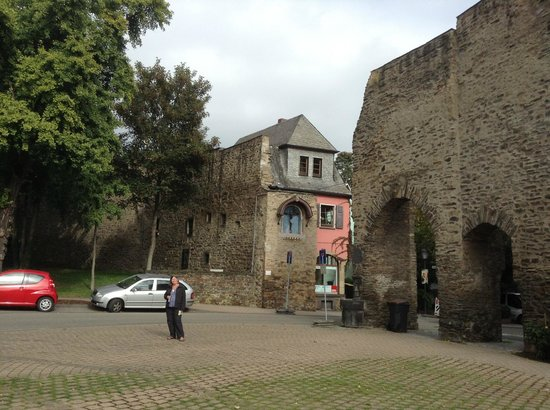 Hotel Andernacher Hof: Old town walls in Andernach