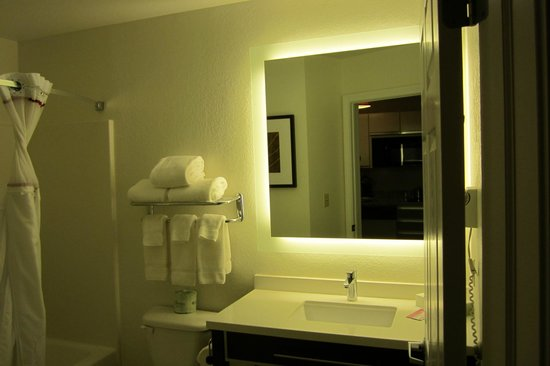 Hawthorn Suites by Wyndham Hartford Meriden: backlit mirror in bathroom, across from kitchenette