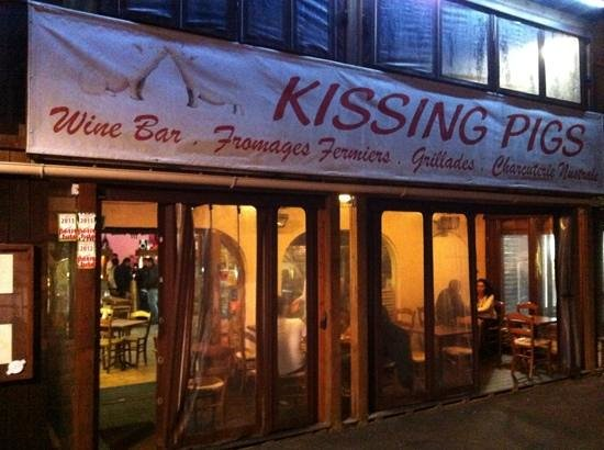 Kissing Pigs: Don't pass by, enter...