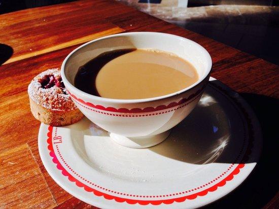 La Boulange du Dome: Kaffe dricks ur frukost/soppakål.