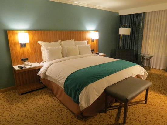 Radisson Ontario Airport: room