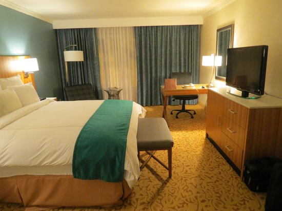 Ontario Convention & Airport Hotel: another room view
