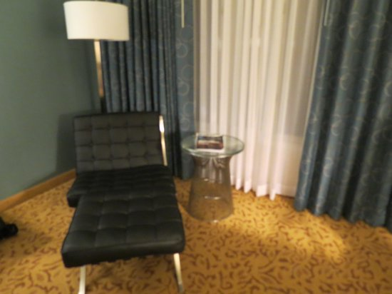 Radisson Ontario Airport: chair