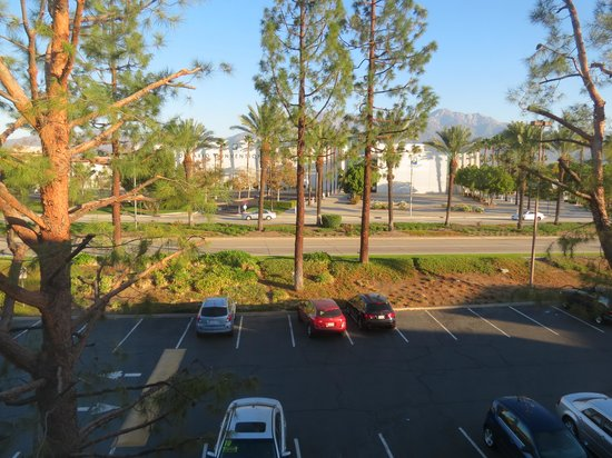 Radisson Ontario Airport: out the window
