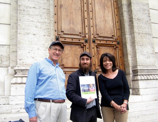 Rome For Jews : Sid, David, & Rita in front of the Great Synagogue
