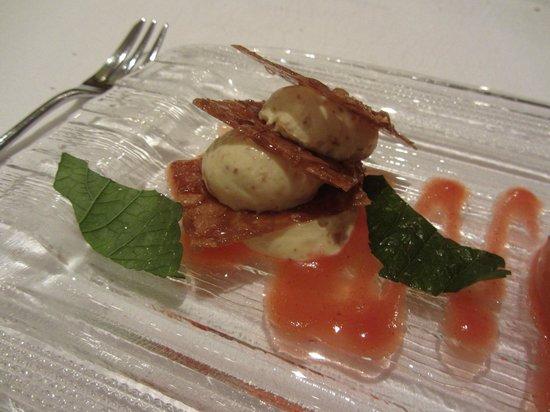 Hotel Grones : Artfully presented dessert